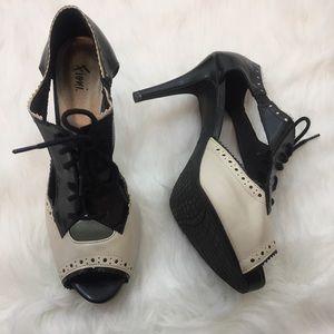 Fioni Black White Oxford Style Heels Size 7